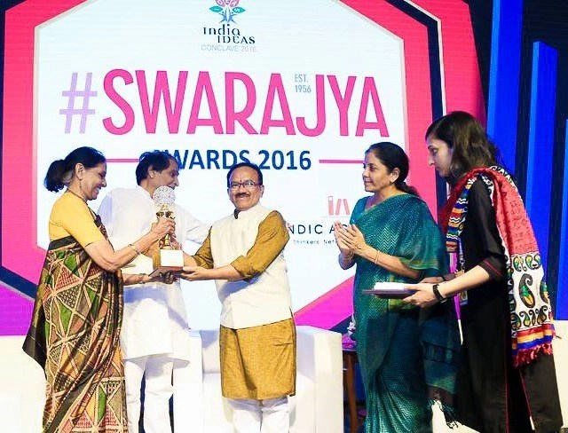 Jaitly receiving her award