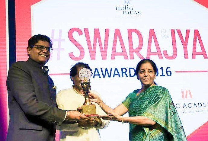 Jay Panda receiving his award