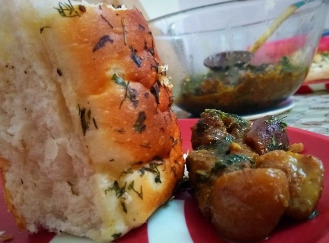 Serve the pork curry with garlic bread.