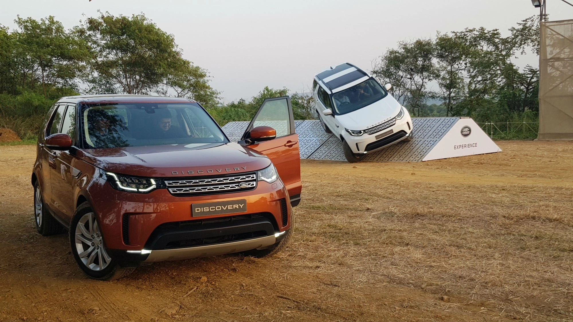 Jaguar Land Rover Unleashes the 7 Seater Discovery in India The