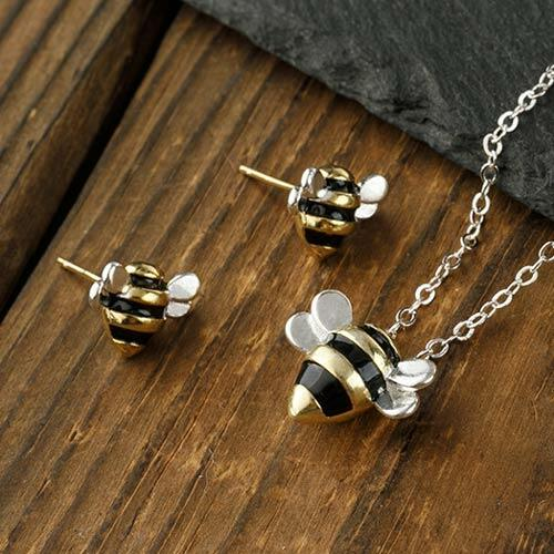 3Pcs Cute Bee Pendant Necklace And Stud Earrings Set