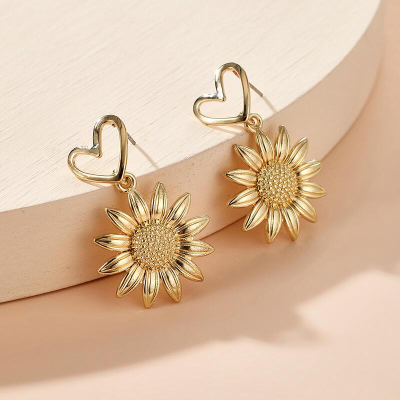 Hollow Out Heart Sunflower Earrings - Gold