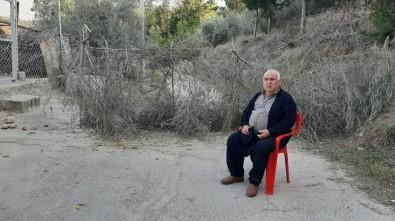 'Tapulu Yerim' Dediği Yolu Tel Örgüyle Trafiğe Kapattı