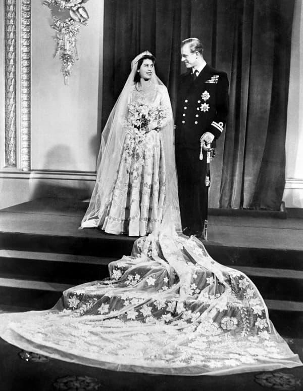 Elizabeth II et le prince Philip le jour de leur mariage le 20 novembre 1947