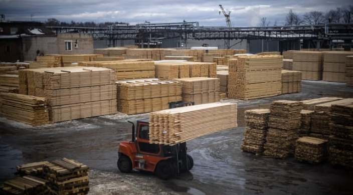 Le prix du bois massif de construction KVH a triplé, quand celui du bois lamellé-collé a doublé, selon les professionnels du secteur (photo d'illustration)