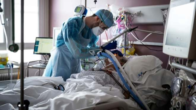 des signaux positifs dans le Rhône, mais pas de pic à l'hôpital avant «une quinzaine de jours»