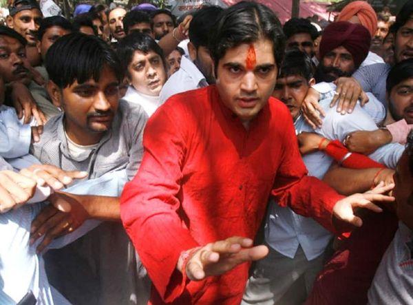 2009 में आज ही के दिन वरुण गांधी को मुस्लिमों के खिलाफ नफरत फैलाने के आरोप में गिरफ्तार किया गया था।