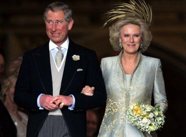 2005 में आज ही के दिन प्रिंस चार्ल्स और कैमिला पार्कर बोल्स ने शादी की थी। दोनों की पहली मुलाकात 1970 में हुई थी। डायना से शादी के बाद भी अक्सर चार्ल्स और कैमिला के अफेयर की खबरें आती रहती थीं।