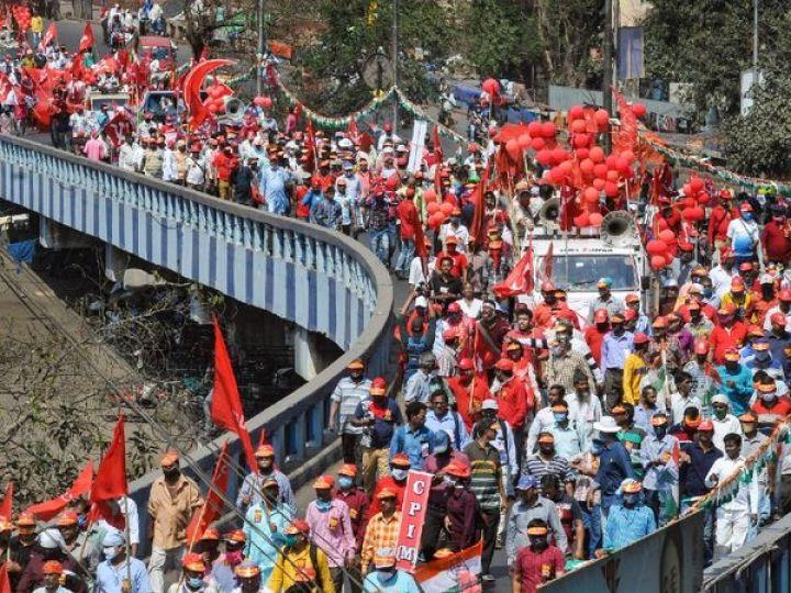 रैली में शामिल होने के लिए शनिवार से ही लेफ्ट और कांग्रेस के समर्थक कोलकाता पहुंचने लगे थे। - Dainik Bhaskar