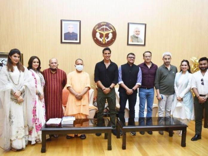 'राम सेतु' के मुहूर्त के लिए उत्तर प्रदेश पहुंचे अक्षय कुमार ने मुख्यमंत्री योगी आदित्यनाथ से मुलाकात की। - Dainik Bhaskar