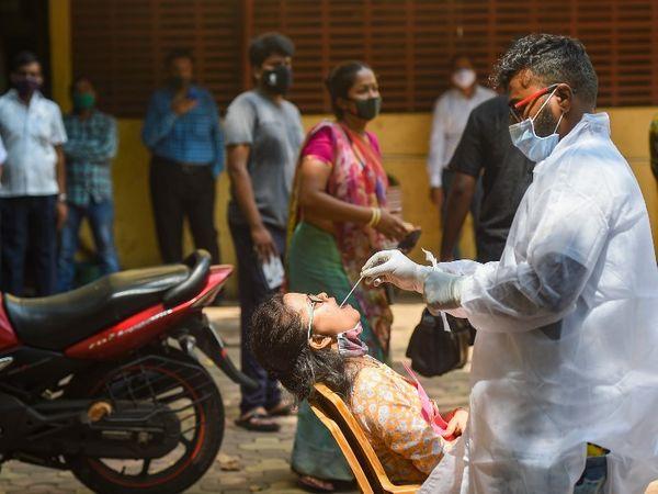 संक्रमण के बढ़ते खतरे को देखते हुए धारावी में फिर से टेस्टिंग तेज हुई है।