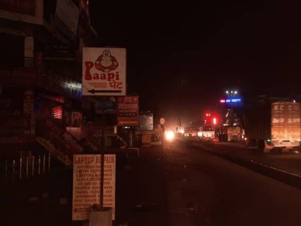 BBD Market lying unoccupied.  Vehicles were seen running on the highway.