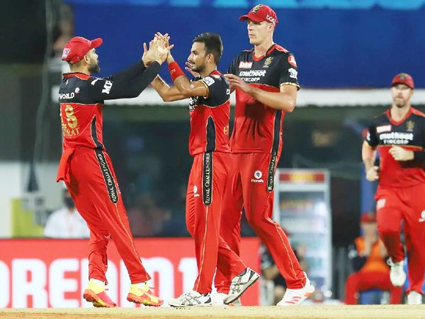Harshal Patel, who took 5 wickets against Mumbai, took 2 wickets in this match.  He dismissed Vijay Shankar and Nadeem.  He is the highest wicket taker of the season so far with 7 wickets.