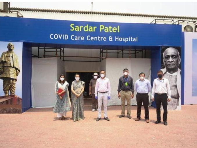 DRDO ने पिछले साल कोरोना के मामले बढ़ने के बाद दिल्ली में सरदार वल्लभभाई पटेल कोविड सेंटर बनाकर तैयार किया था। इसे 12 दिन के कम अंतराल में ही तैयार कर लिया गया था। यहां 200 से ज्यादा ICU बेड्स, डॉक्टर्स के लिए अलग से रूम, फॉर्मेसी और मेडिकल लैब की भी सुविधा है। (फाइल फोटो) - Dainik Bhaskar