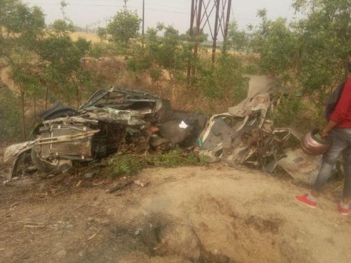 शाहजहांपुर में एक सड़क हादसे में 5 लोगों की मौत। - Dainik Bhaskar