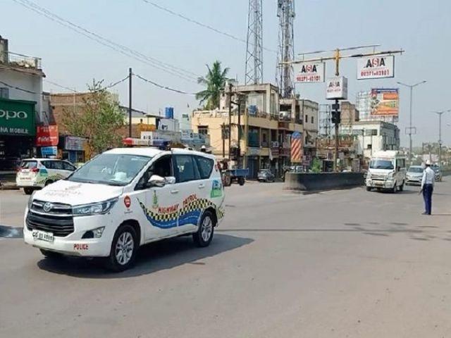 ट्रैफिक पुलिस फोर्ट द्वारा ग्रीन कॉरिडोर बनाकर 37 मिनट में बीएम शाह अस्पताल रामनगर से रायपुर एयरपोर्ट के लिए एम्बुलेंस ले जाया गया।  - वंश भास्कर