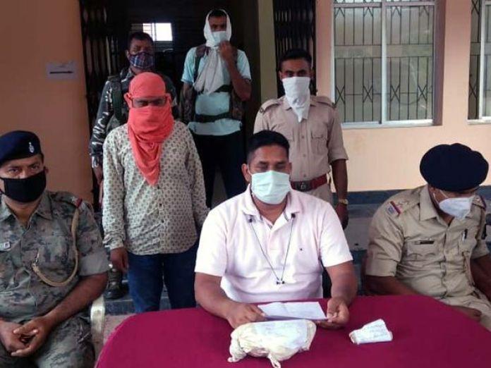 The arrested smuggler Tribhuvan Kumar Verma is a resident of Lowagada village of Sadar police station area.  - Dainik Bhaskar
