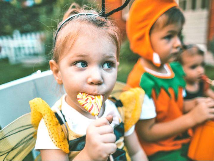 मंगलवार को जारी गाइडलाइन में कहा गया है कि 2 साल से छोटे बच्चों को कृत्रिम शकर वाले प्रॉडक्ट देने से परहेज किया जाए। (फाइल फोटो) - Dainik Bhaskar