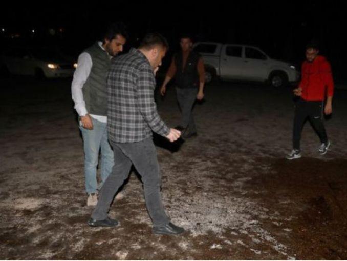 इराक के इरबिल एयरपोर्ट पर सोमवार रात तीन रॉकेट दागे गए। हमले में एक सिविलियन कॉन्ट्रैक्टर की मौत हो गई। घटना के बाद जांच करती टीम। - Dainik Bhaskar
