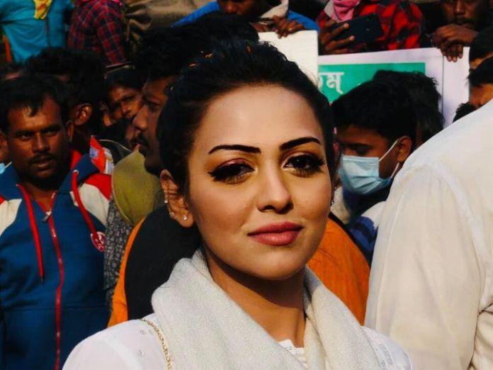 पामेला गोस्वामी के साथ प्रबीर कुमार दे और एक सुरक्षाकर्मी भी कार में मौजूद था। - Dainik Bhaskar