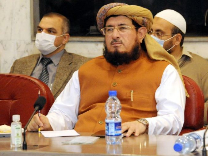 पाकिस्तानी मीडिया में मौलाना सलाहउद्दीन अयूबी की उम्र 62 साल बताई गई है। उन पर 14 साल की लड़की से शादी का आरोप है। वे जमीयत उलेमा-ए-इस्लाम (JUI-F) पार्टी के सांसद हैं। (फाइल) - Dainik Bhaskar
