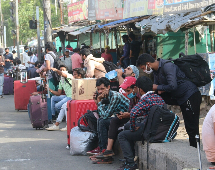 Bhopal News In Hindi : The train was at three in the afternoon, queue from 6 o'clock in the morning, yet 200 left | दोपहर तीन बजे थी ट्रेन, सुबह 6 बजे से कतार, फिर भी 200 छूटे