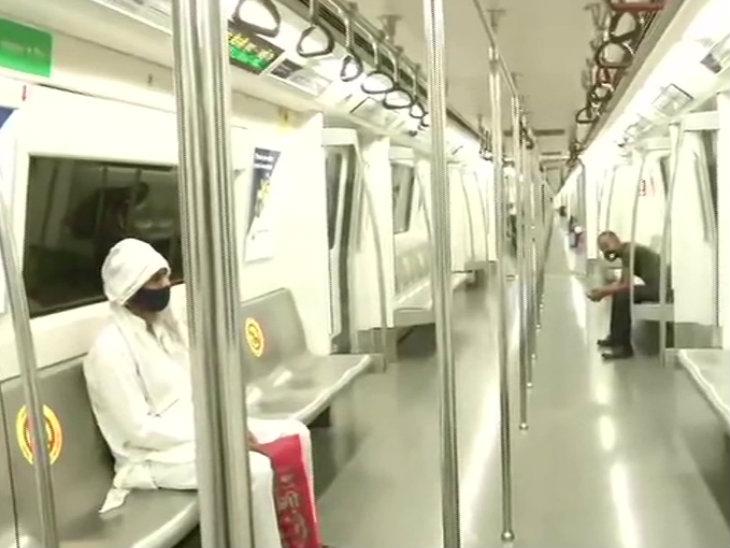 फोटो दिल्ली मेट्रो की है।