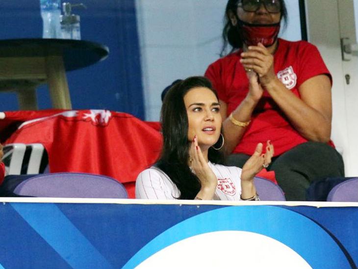 किंग्स इलेवन पंजाब की हार सामने देख मालकिन प्रिटी जिंटा के चेहरे से खुशी गायब हो गई।