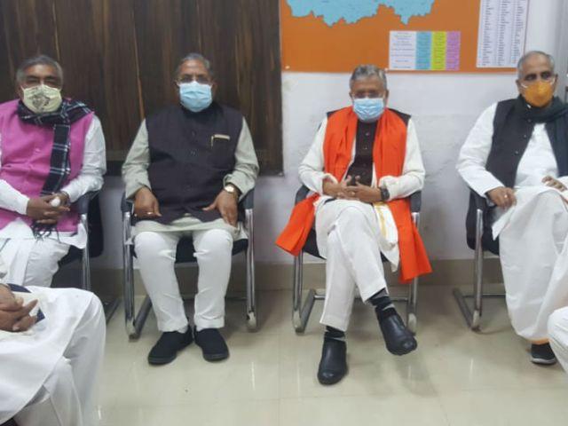 नामांकन भरने से पहले BJP कार्यालय पहुंचे सुशील मोदी।