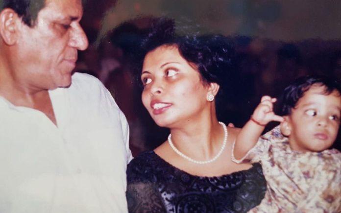 पत्नी नंदिता के साथ ओम पुरी।