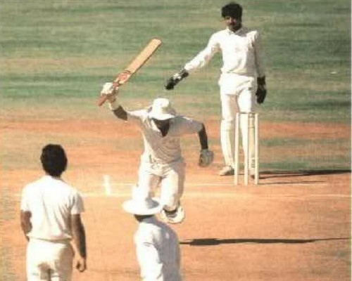 On March 7, 1987, Gavaskar made history.  He became the first cricketer to score 10,000 runs.  After doing this, they could not stop their happiness.