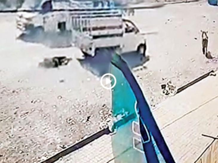 पति से क्रूरता का वीडियो वायरल:शराबबंदी वाले गुजरात में महिला ने शराबी पति को टेम्पो से बांधकर आधा किलोमीटर तक घसीटा