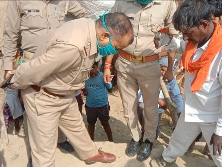 Agra Child fell in Borewell: a four-year-old child fell into 150-ft-deep borewell while he was playing in a village in Agra, Uttar Pradesh.