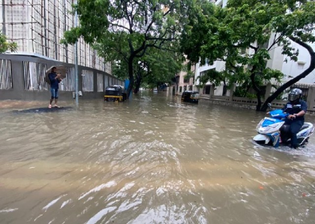 The road has been submerged in water due to heavy rains in the Linking Road area of Mumbai.
