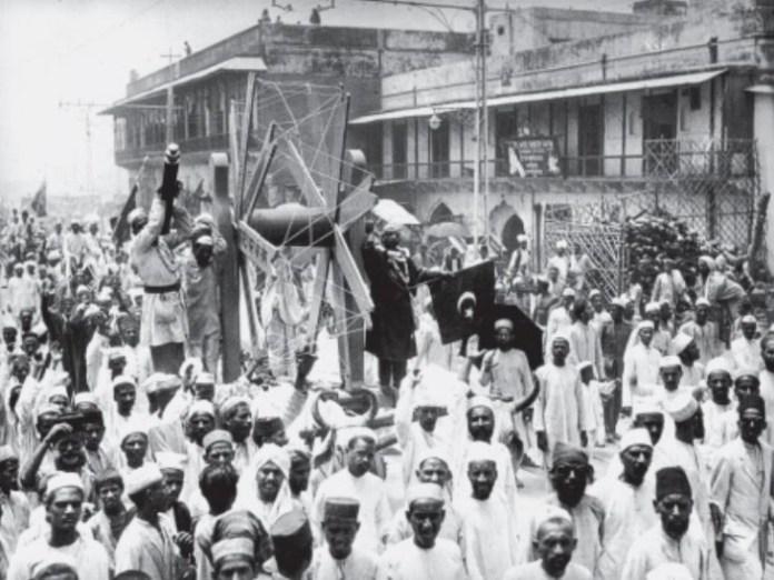 बंगाल विभाजन के फैसले के बाद स्वदेशी आंदोलन शुरू हुआ और पूरे देश में चरखा इस आंदोलन का प्रतीक बन गया।