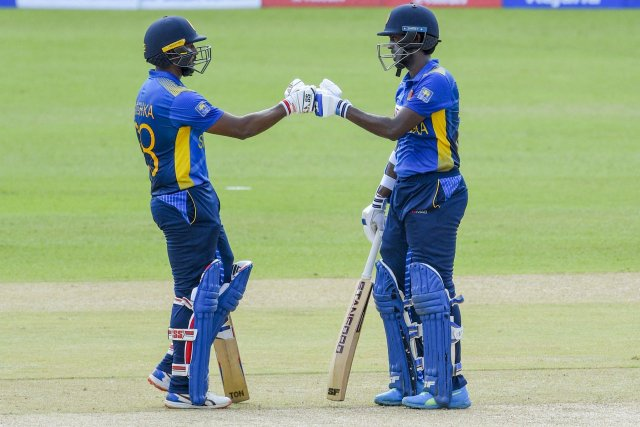 Avishka and Minod Bhanuka gave the Sri Lankan team a quick start.  Both of them did not let a single wicket fall for 13 overs.  Minod played an innings of 36 runs off 42 balls.  There was a partnership of 77 runs for the first wicket between him and Avishka.