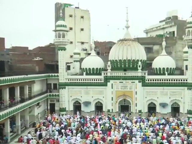 A large number of people of the society offered Namaz at Khairuddin Mosque in Amritsar, Punjab.