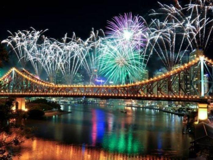 2032 ओलिंपिक गेम्स की मेजबानी मिलने के बाद ब्रिस्बेन विक्टोरिया ब्रिज पर आतिशबाजी के जरिए जश्न मनाया गया। - Dainik Bhaskar