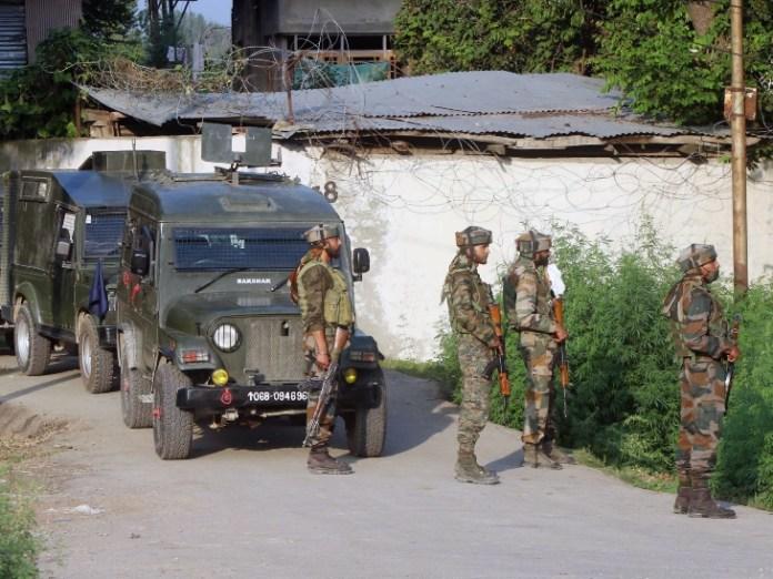 काजीगुंड के मालपोरा में नियंत्रण-श्रीनगर हाईवे पर ने बीएसएफ पर तैनात थे।  लागू होने के बाद भी, उसने ऐसा किया।  - दैनिक भास्कर