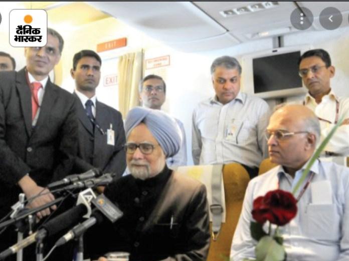 गो पालन करेंगे नियंत्रण पद्मावत सिंह की फोटो।  वे मीडिया से बातचीत कर रहे हैं।