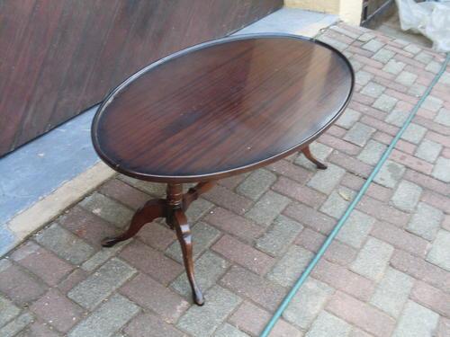 Tables VINTAGE QUEEN ANN LEGS MAHOGANY VENEER TOP PIE
