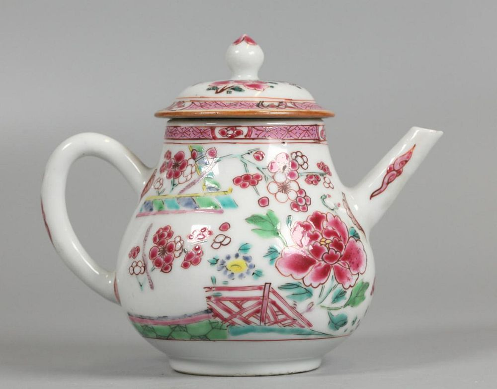 Chinese export porcelain teapot, possibly 19th c.
