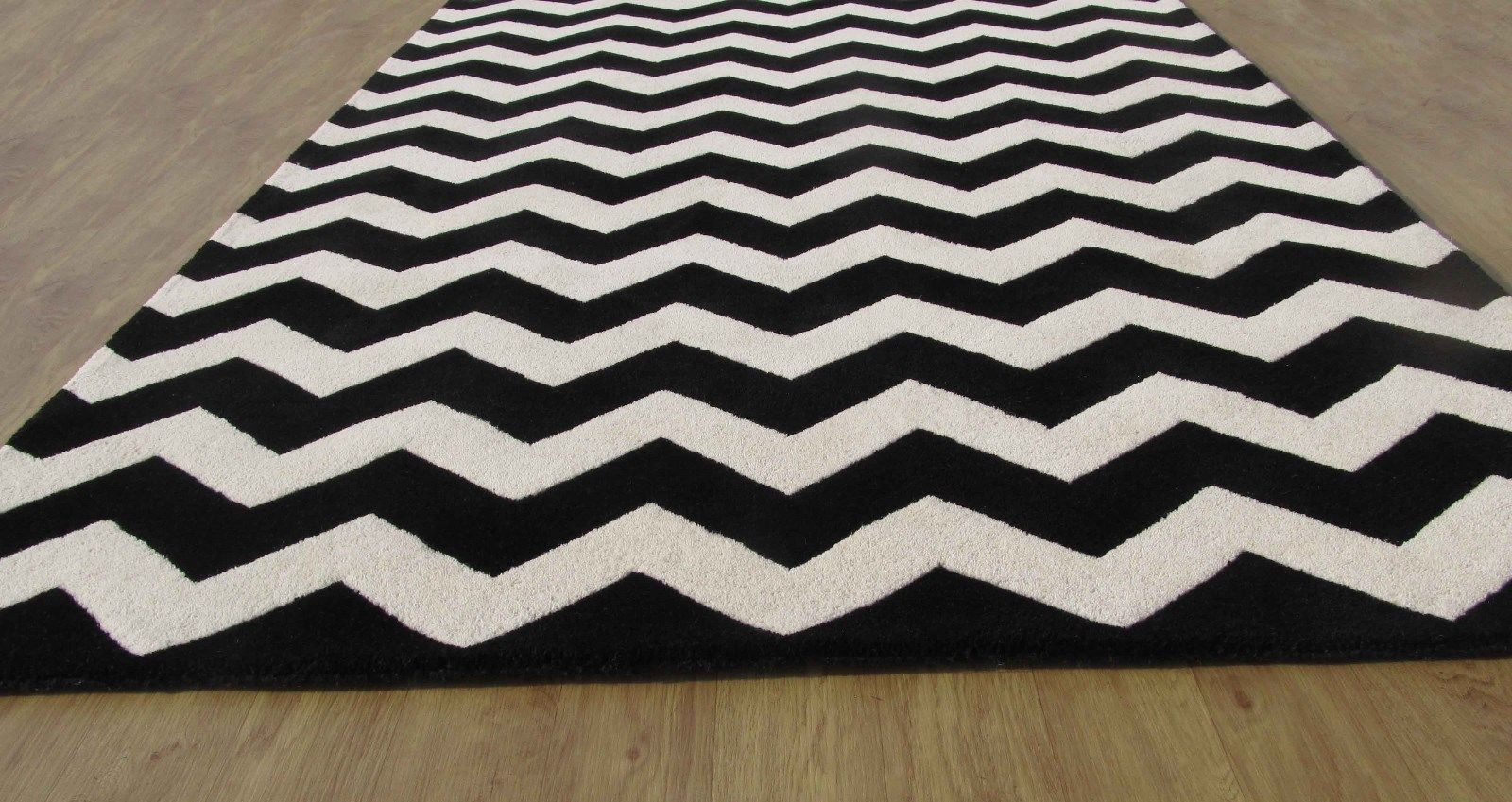 Large Hand Tufted Chevron Black And White 9' X 12