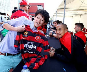 Grand finale: Shinji Ono signing autographs for fans before his final A-League appearance.