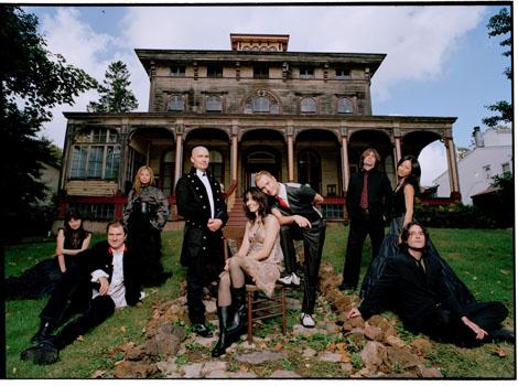 The East Village Opera Company, uma banda de rock que faz versões de óperas, abriu o Bandejão de hoje com a obra de Bizet, Carmen.