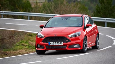 Ford Focus ST 20 Ecoboost Estate (2015) review by CAR