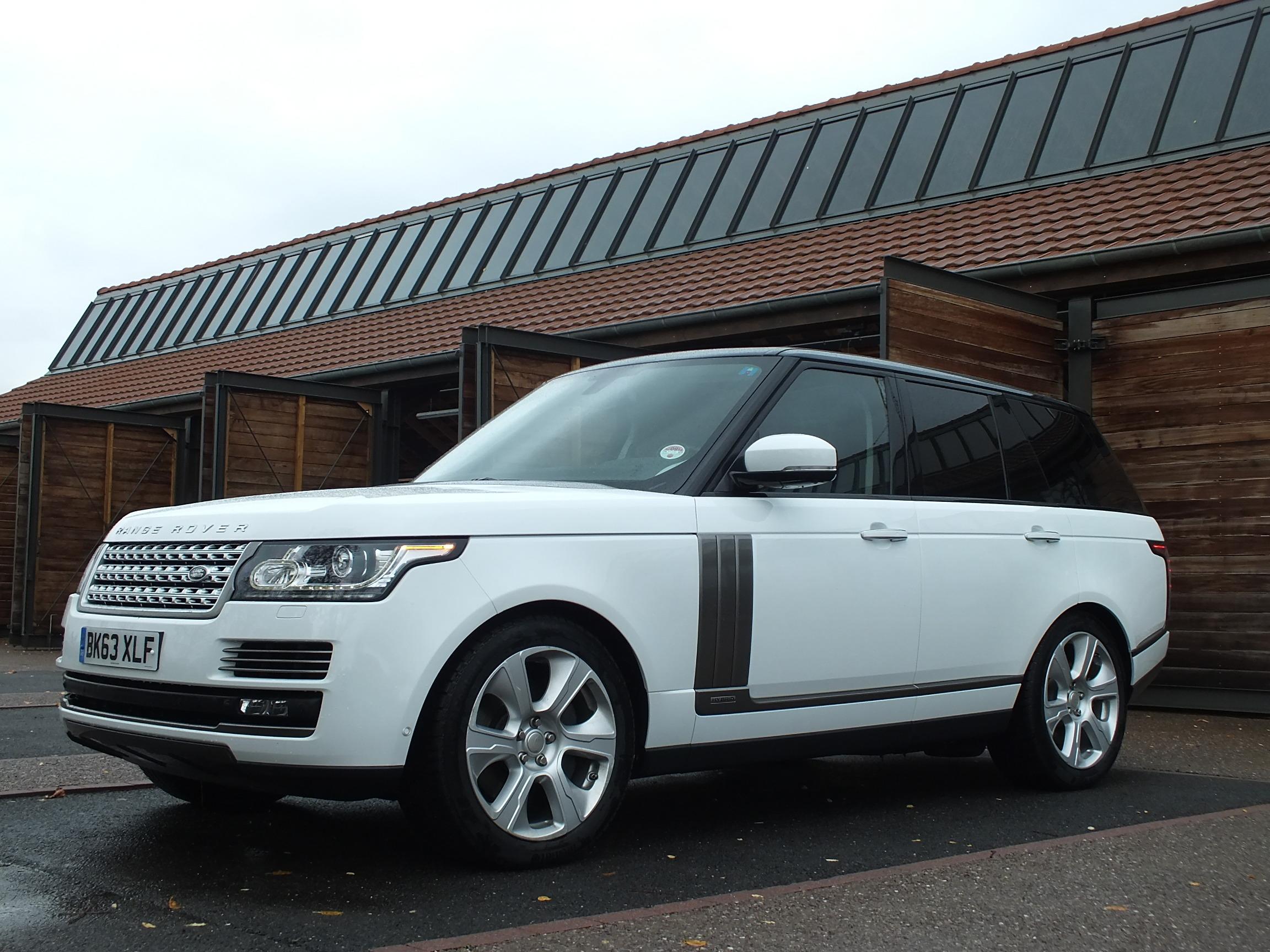 Range Rover Hybrid plus efficient et toujours waterproof