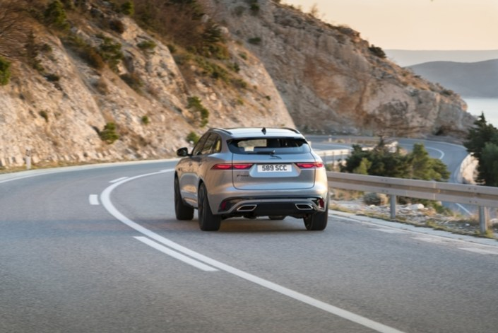 Jaguar: gentle restyling for the F-Pace