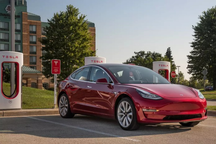 The Week In Tesla News 2019 Delivery Goal Met Model 3 Performance Boosted Scary Dashcam Video And More News Cars Com