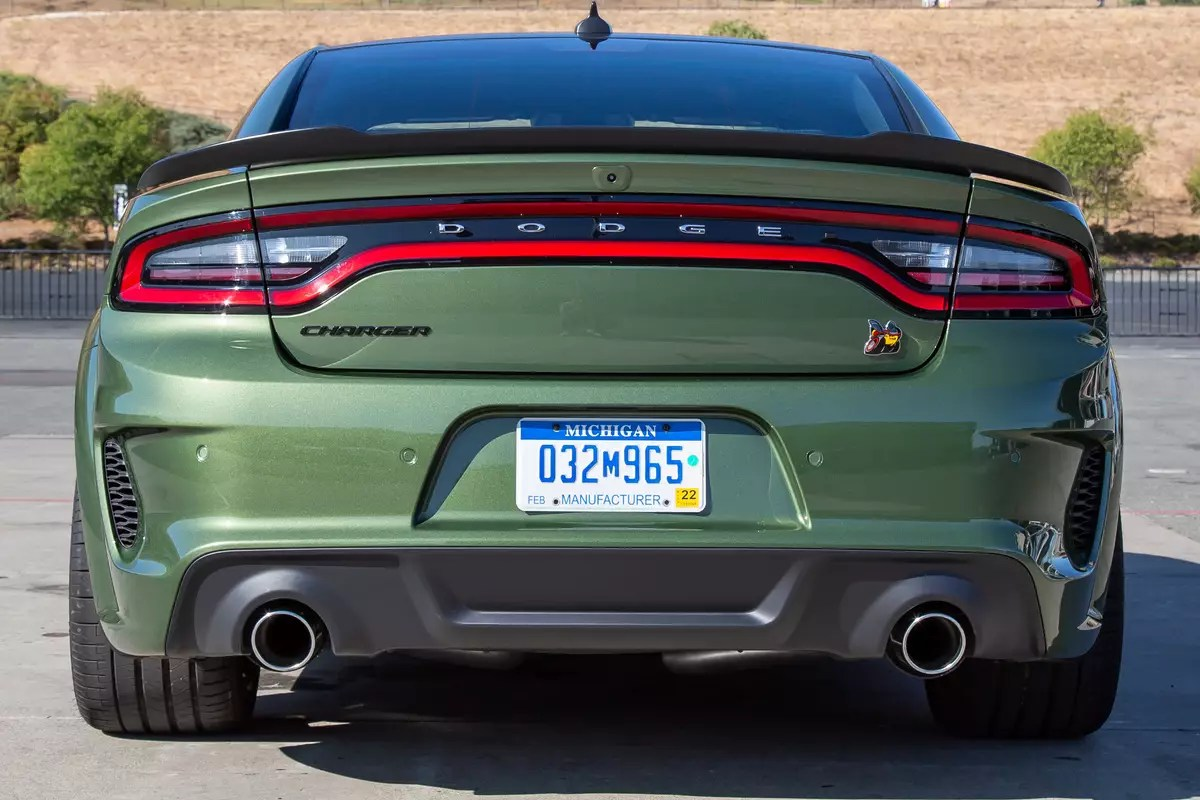 dodge-charger-scat-pack-widebody-2020-exterior--green--rear-08.jpg